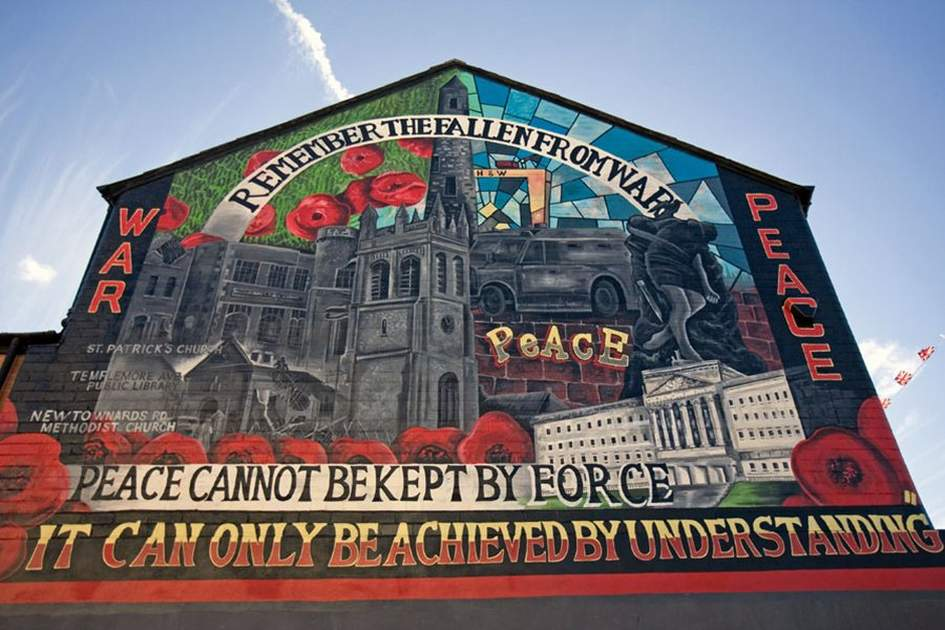 Sightseeing day trips across ireland and northern ireland for Murals belfast